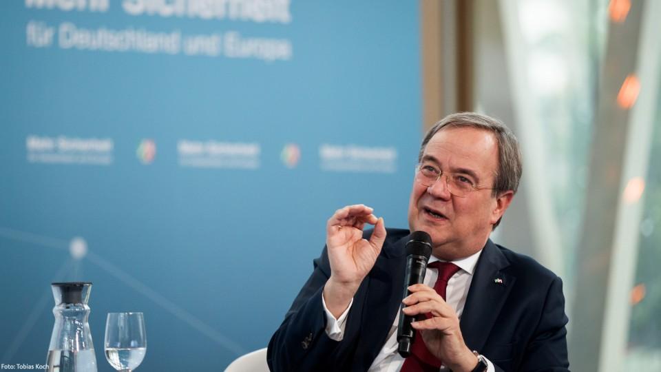 """Ministerpräsident Armin Laschet bei der Online-Konferenz """"Mehr Sicherheit für Deutschland und Europa"""""""