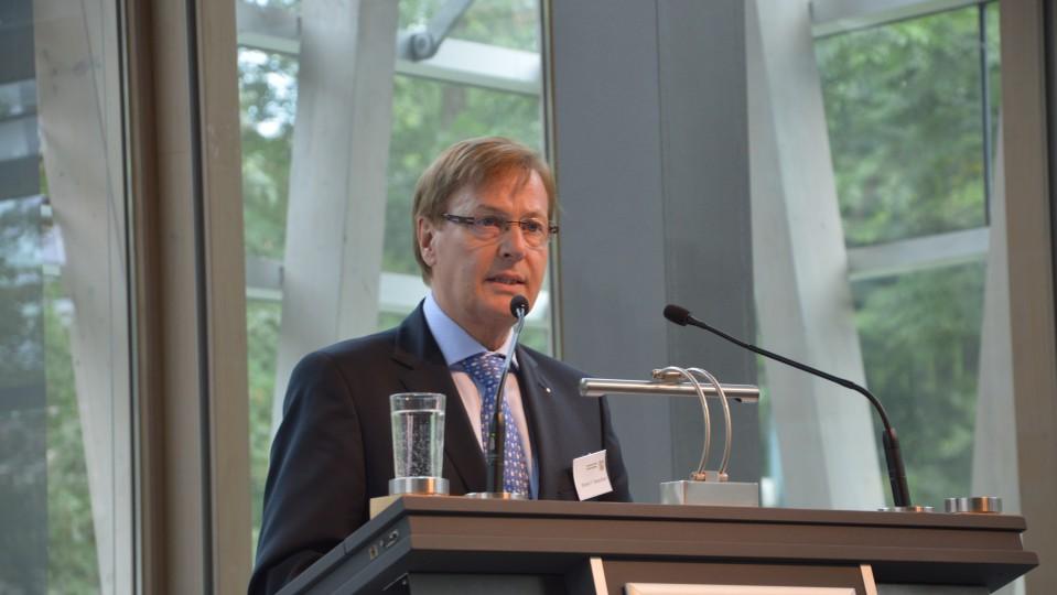 Minister Peter Biesenbach