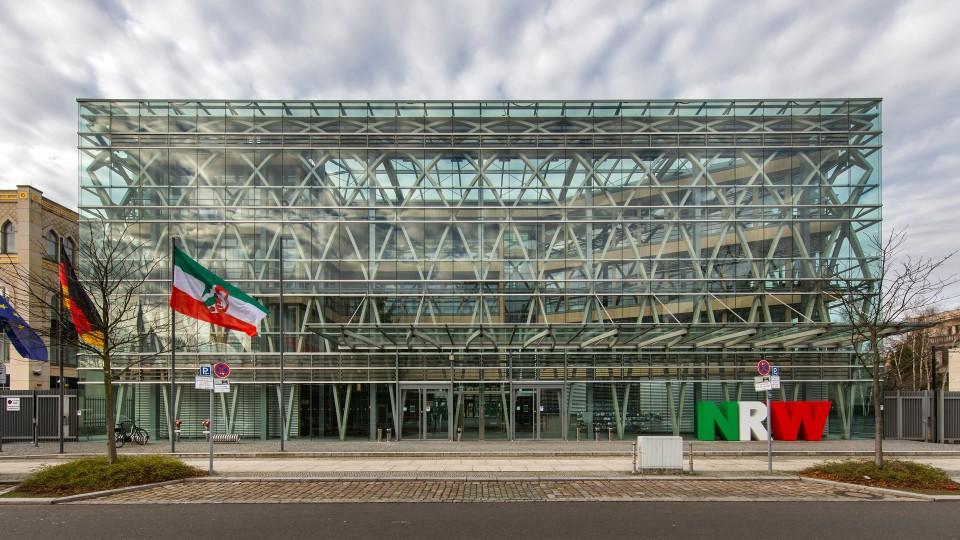 LV-Bund Gebäude 2020 Fahne NRW