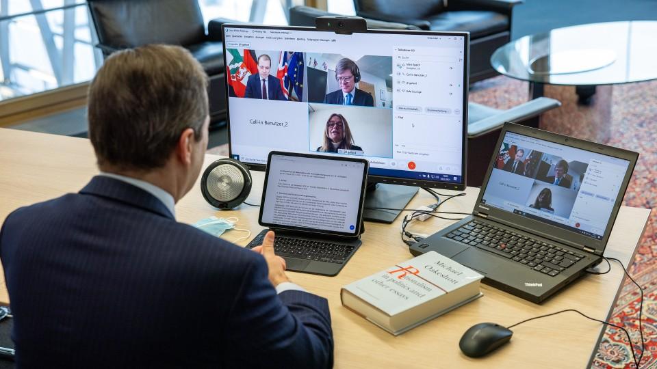 Die britische Botschafterin stattete Staatssekretär Mark Speich einen virtuellen Antrittsbesuch ab