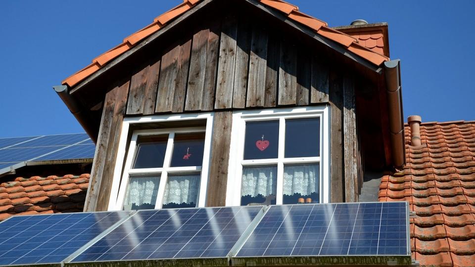 Photovoltaik Dach PV Giebel
